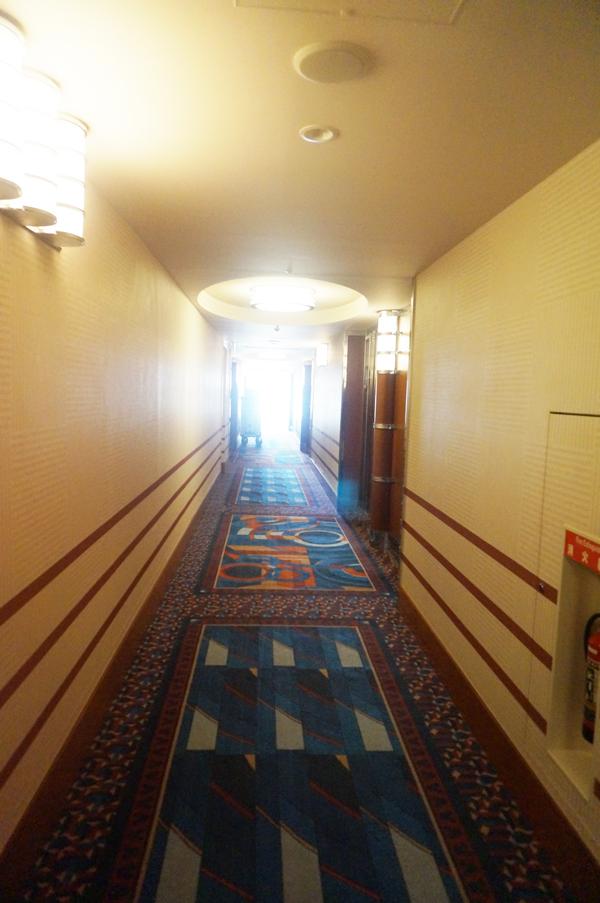 ディズニーアンバサダーホテルの廊下
