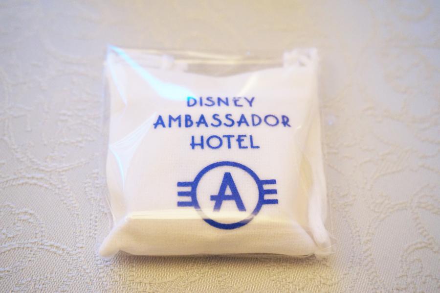 アンバサダーホテル謎解きミッキーとミニーの消えた映画台本の謎の記念品