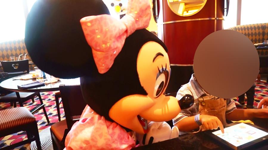 シェフミッキーのミニーとのグリーティング