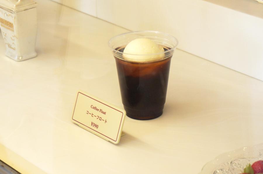 ディズニーランドのアイスクリームコーンのコーヒーフロート