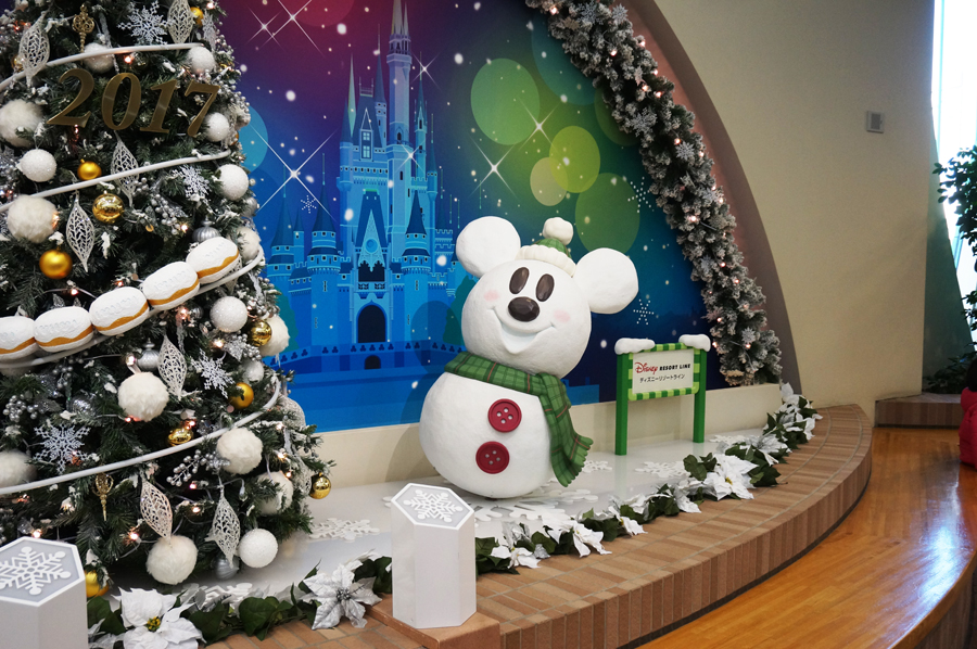 ディズニーリゾートラインのクリスマスデコレーション