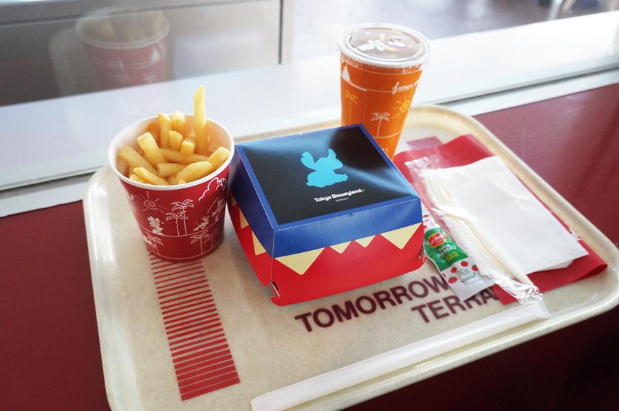 トゥモローランドテラスのエッグ&ビーフパティサンドセット
