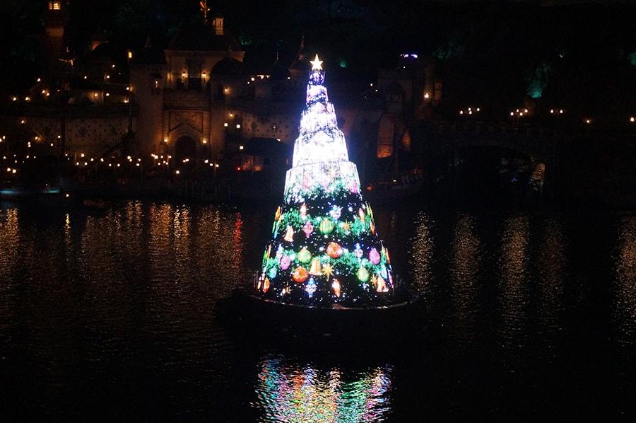 テラスルームハーバーグランドビュー5357号室から観るカラーオブクリスマス