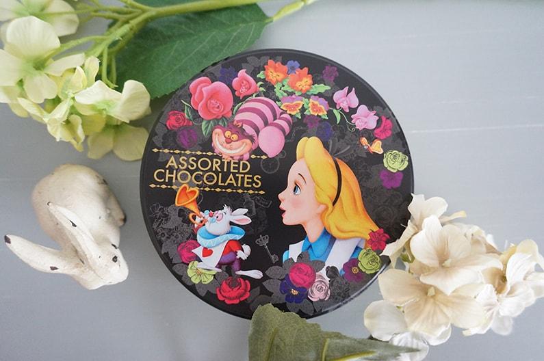 ディズニーリゾートのアリスのチョコレート缶