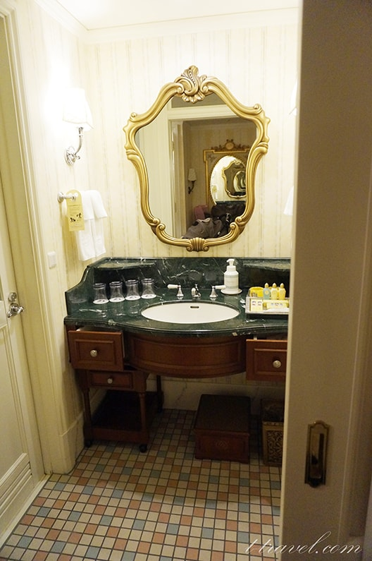 ディズニーランドホテルスーペリアアルコーヴルーム5階のお部屋