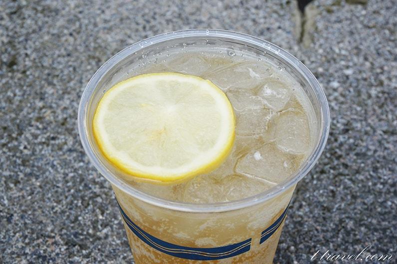 リフレスコスのスコッチハイボール。レモン入りの大人の味。