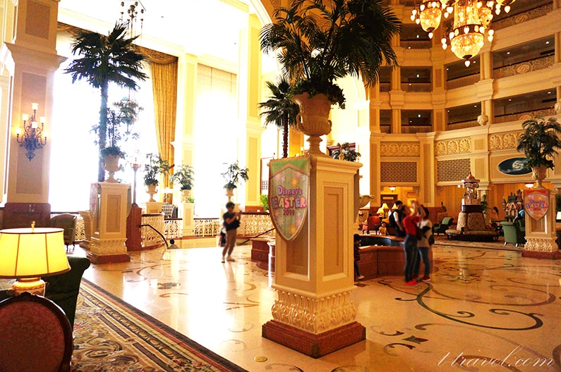 ディズニーランドホテルのドールハウスを紹介。ロビーの素敵な家。