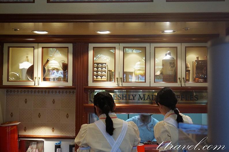 ディズニーランドのミッキーワッフルのお店。グレートアメリカンワッフルカンパニー。