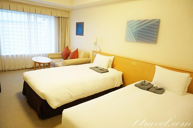 ホテルエミオン東京ベイのスタンダードルーム。10階は眺望も最高。