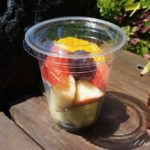 ディズニーランド、フレッシュフルーツオアシスのカップフルーツ。